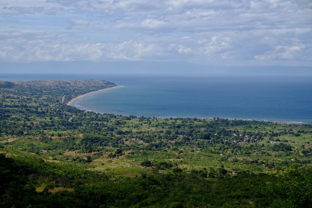 Budget's favorite spot is this amazing view on the Malawi lake... Just a few minutes away from his home.