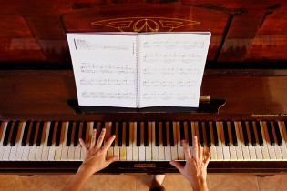 Ines's passion is music and piano... She did not resist to play one her favorite songs.
