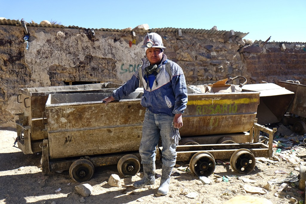 Oscar works as a minor in the Rosario mine in Potosi in a team of 7 people.