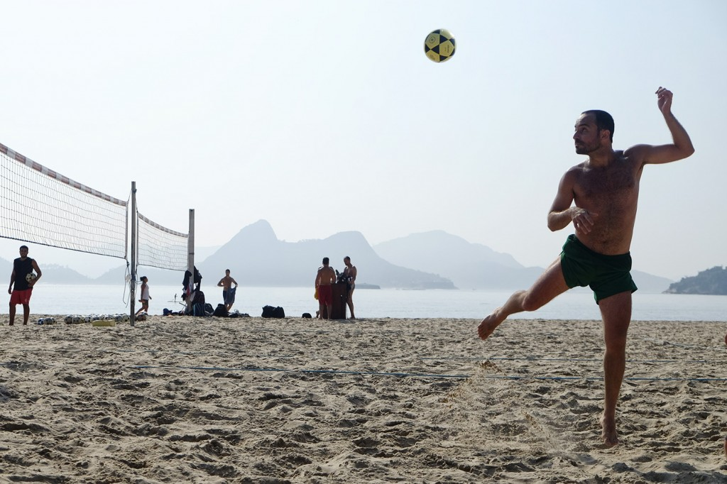 4 days a week, Leandro plays Foot Volley before going to work.