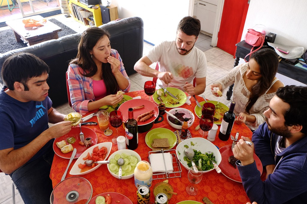 Alvaro having an unexpected sunday lunch with his friends and partner.