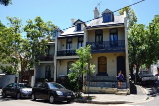 Diania shares this house with 3 other flatmates in a cool dirstrict of Sydney.