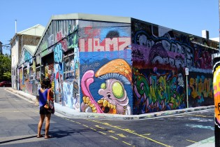 Diana loves to hang around the streets of Sydney to discover new street art pearls.