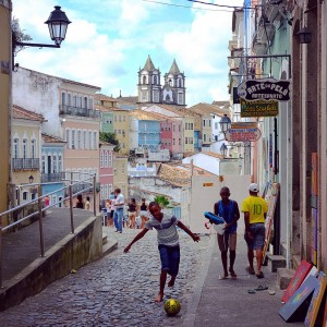 Day 113 – Brazil – Salvador – This is Brazil like you imagine it… Beautiful colorful colonial houses and children playing football…