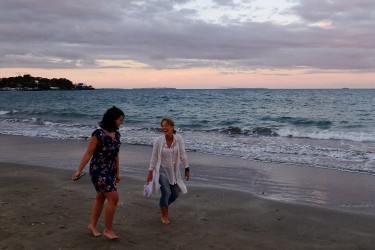 Maria with Alina, one of her best friend, hanging around at the beach for sunset.