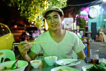 Jay having a typcical vegetarian meal in the streets of Bangkok.