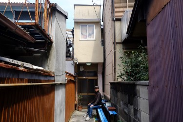 Satoshi lives in this small and narrow house in the north part of Kyoto.