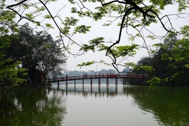 Tung's favirite spot is this bridge and lake in the center of the city.