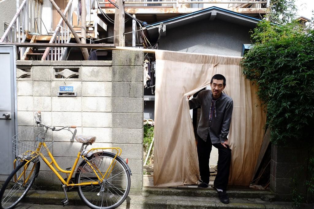 Yohei lives in this cute little house that he renewed in the Mejiro neighborhood of Tokyo.