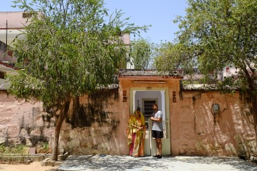 Prerana and her husband in front or their home located in Galthani (Rajasthan).