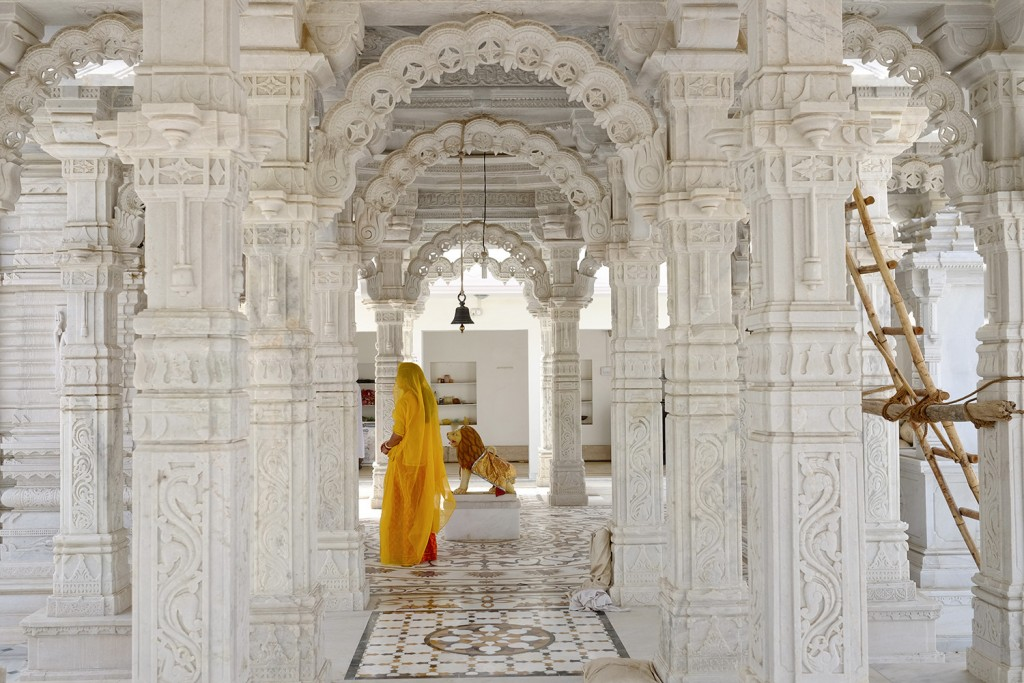 Prerana preying in an Hindou temple in the Rajasthan region.
