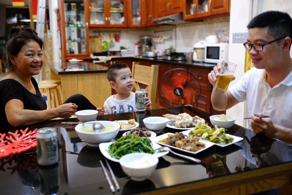 Tu having dinner home with his son and his maid.
